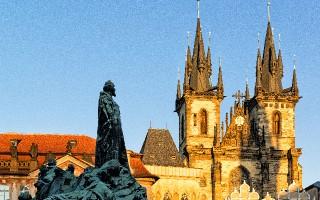 Pomník Mistra Jana Husa na Staroměstském náměstí, zdroj: Pražská informační služba